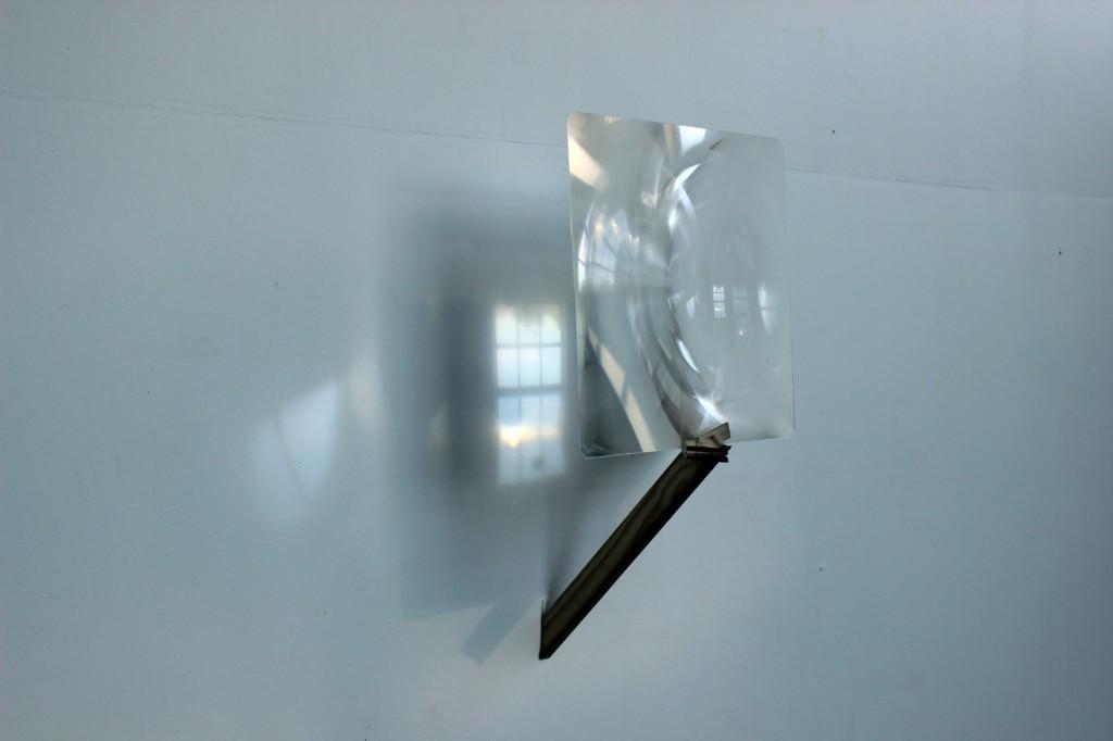 Camera Obscura 2, 2014, châssis et loupe, 50cm x 50cm x 45cm