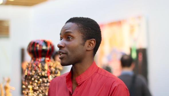King Houndekpinkou, artiste céramiste exposé à la foire d'art contemporain centrée sur l'Afrique AKAA
